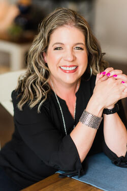 Dr. Jennifer Bennett Headshot