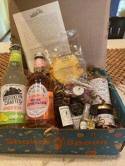Shaker and spoon gift box - Delivering Delight through Exceptional Experiences